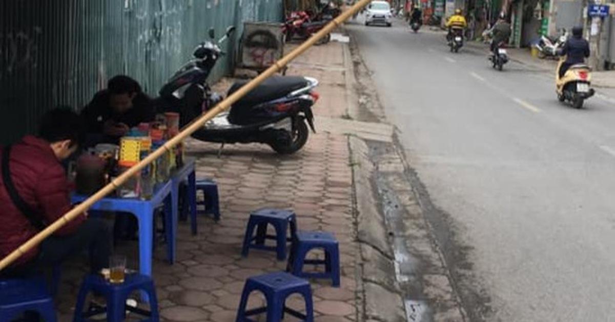 """Hà Nội: Mở bán trà đá """"chui"""", hét giá 30.000 đồng 1 cốc"""