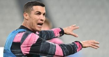 C.Ronaldo bĩu môi khi chứng kiến đồng đội ghi bàn