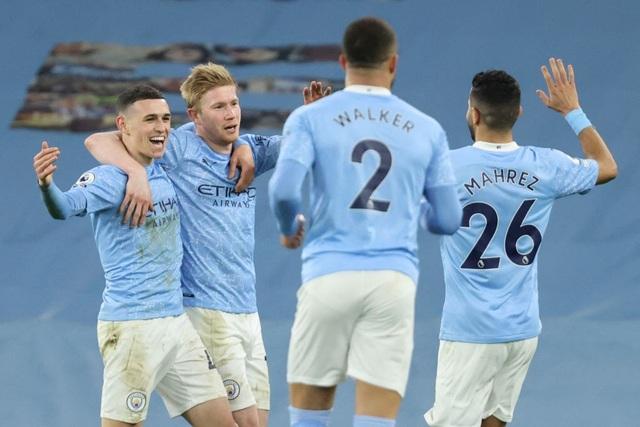 Vùi dập Southampton, Man City tiếp tục hơn Man Utd 14 điểm - 1