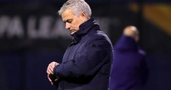 """Tottenham thua mất mặt, HLV Mourinho """"phát điên"""" với học trò"""