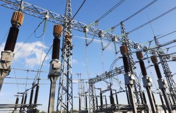 Lưới truyền tải chịu áp lực lớn vì nhiều nhà máy điện mặt trời vào vận hành
