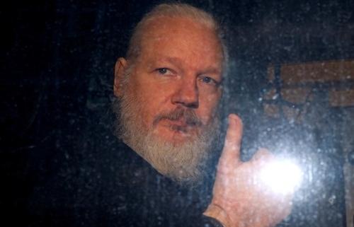 ecuador cao buoc ong chu wikileaks dung dai su quan de do tham