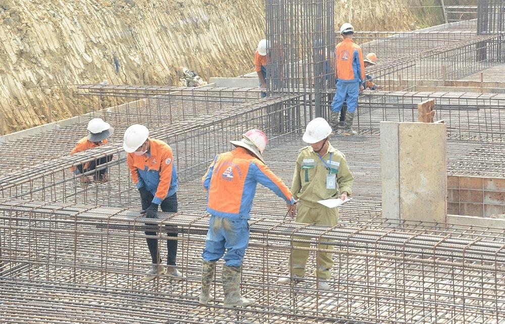 Không nghỉ lễ vì tiến độ đường dây 500 kV mạch 3