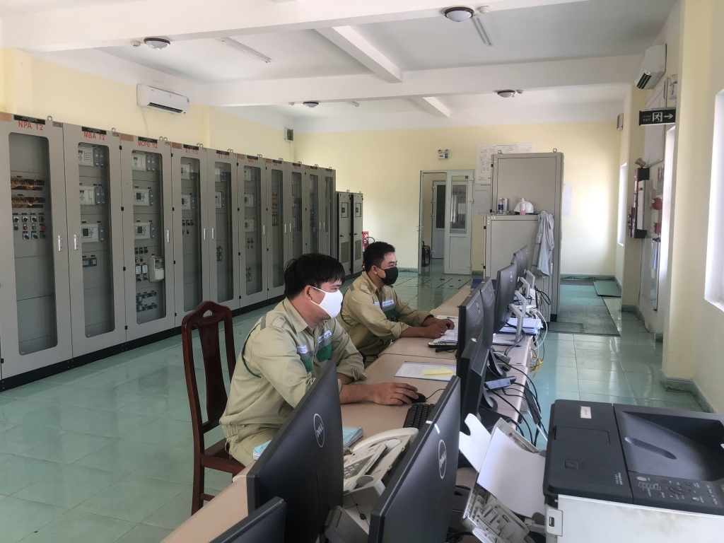 Giữ vững an ninh, an toàn lưới Truyền tải điện: Họ luôn ở tư thế người lính