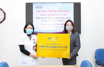 PVcomBank tài trợ vật tư y tế cho bệnh viện chống dịch Covid-19