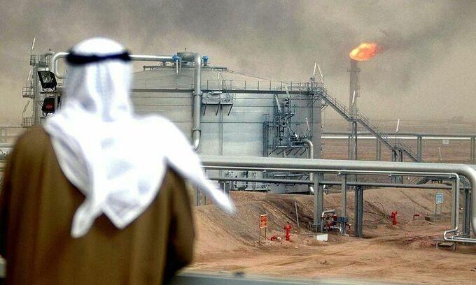 """Dầu thô """"đốt"""" lượng ngoại hối kỷ lục của Saudi Arabia"""