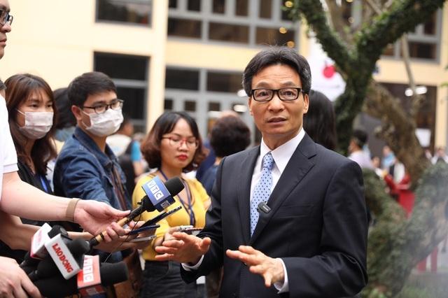 Phó Thủ tướng: Tôi bị phản ứng nhẹ sau tiêm thử vắc xin Covid-19 Việt Nam