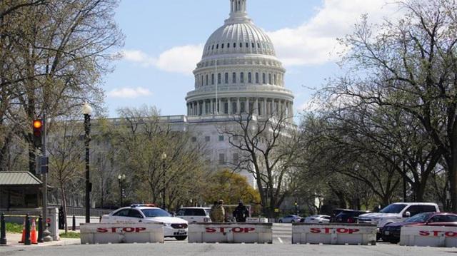 Tấn công tại trụ sở quốc hội Mỹ, 1 cảnh sát thiệt mạng - 1