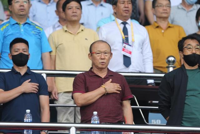 CLB Nam Định thắng nghẹt thở SL Nghệ An ở phút bù giờ - 1