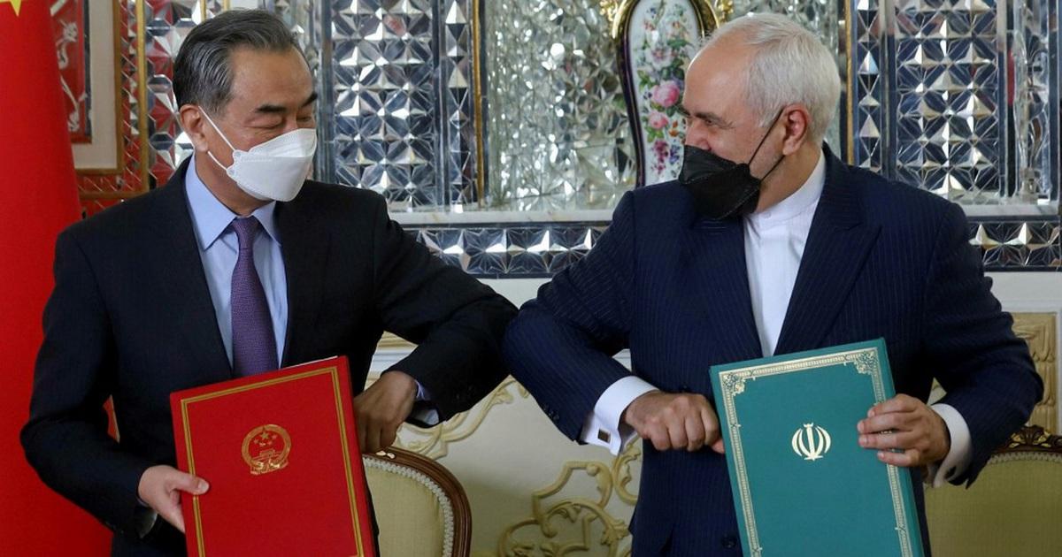 """Bị phương Tây dồn ép, Trung Quốc chơi """"canh bạc lớn"""" ở Trung Đông"""
