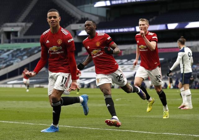 Trọng tài lạm dụng VAR, tước oan bàn thắng của Man Utd? - 1