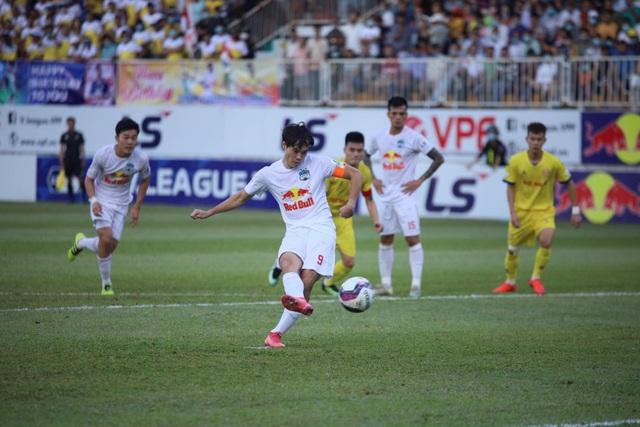 HA Gia Lai 4-3 Nam Định: 3 quả phạt đền và những phút bù giờ điên rồ - 5