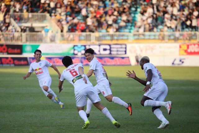 HA Gia Lai 4-3 Nam Định: 3 quả phạt đền và những phút bù giờ điên rồ - 6