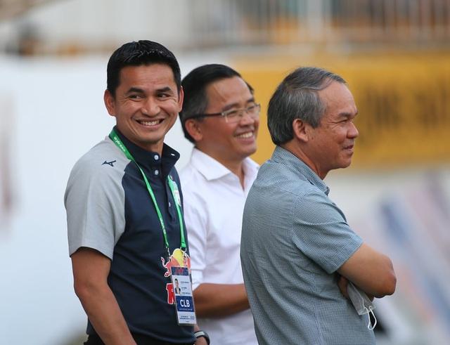 V-League xay huấn luyện viên, bầu Đức làm điều đặc biệt với Kiatisuk - 1