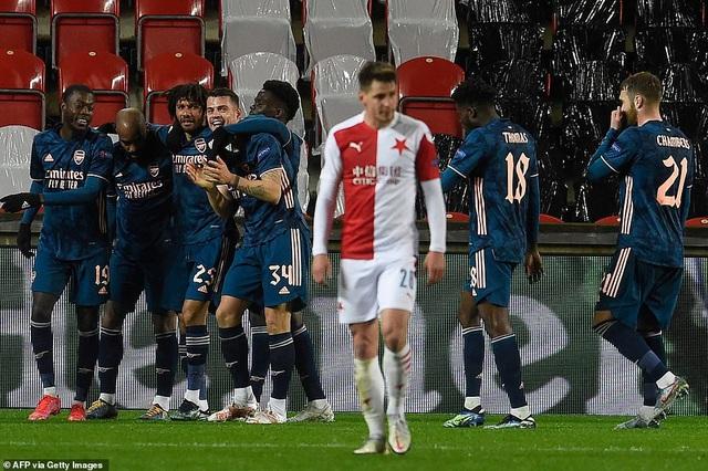 Cavani tỏa sáng đưa Man Utd tiến vào bán kết, Arsenal đại thắng tưng bừng - 5