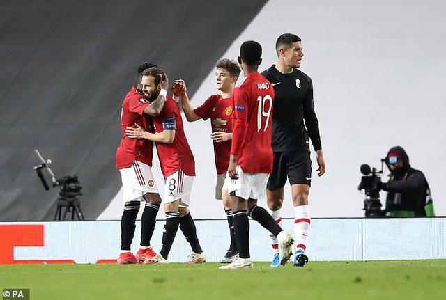Cavani tỏa sáng đưa Man Utd tiến vào bán kết, Arsenal đại thắng tưng bừng - 3