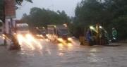 """Đại lộ Thăng Long ngập như sông, ô tô xe máy """"bì bõm"""""""