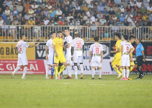 HA Gia Lai 1-0 Hà Nội: Siêu phẩm sút xa của Xuân Trường - 2