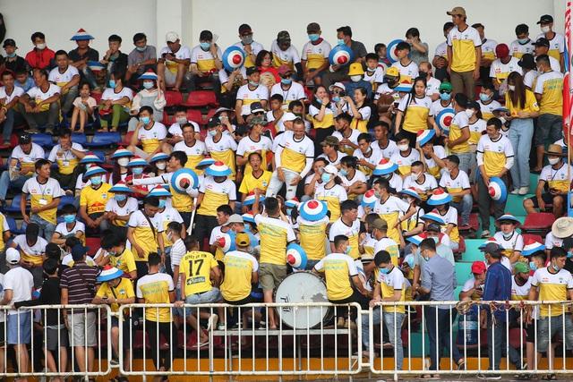 HA Gia Lai 1-0 Hà Nội: Siêu phẩm sút xa của Xuân Trường - 19