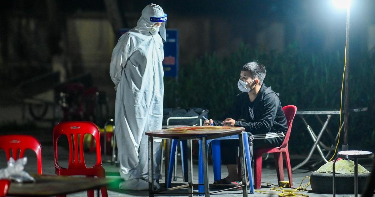 Hà Nội: Đưa các trường hợp F1 ở Đông Anh đi cách ly ngay trong đêm