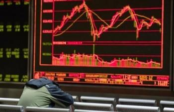 """Chứng khoán toàn cầu """"bốc hơi"""" 2.000 tỷ USD sau khi ông Trump áp thuế Trung Quốc"""