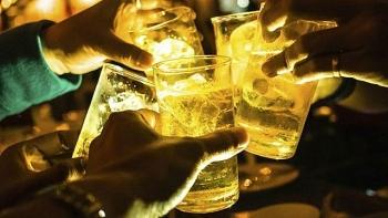 """Mỗi người Việt tiêu thụ 43 lít bia trong 1 năm, sức uống vẫn còn """"sung""""?"""