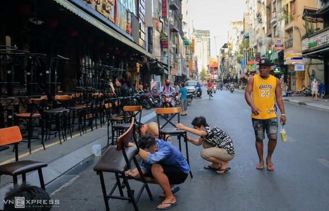Hàng loạt dịch vụ ở Sài Gòn được hoạt động lại