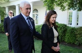 Phát ngôn viên của Phó tổng thống Mỹ nhiễm nCoV