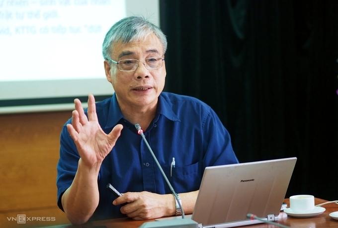 """Ông Trần Đình Thiên: """"Nên cứu doanh nghiệp lớn"""""""