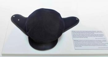 Chuyện chiếc mũ len Chủ tịch Hồ Chí Minh tặng ông Pierre Biquard