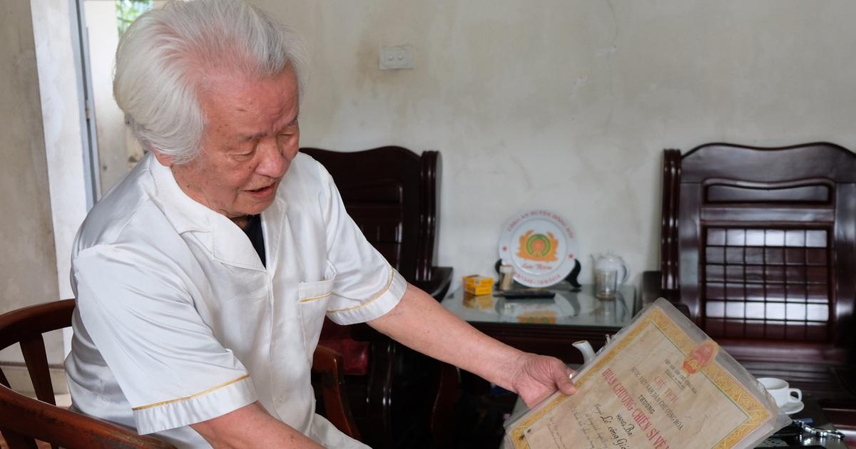 """Cựu binh quân y Điện Biên Phủ: """"Lính trận băng vết thương xong lại ôm súng"""""""