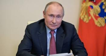 """Tổng thống Putin: Vắc xin Covid-19 Nga """"đáng tin cậy như súng trường AK-47"""""""