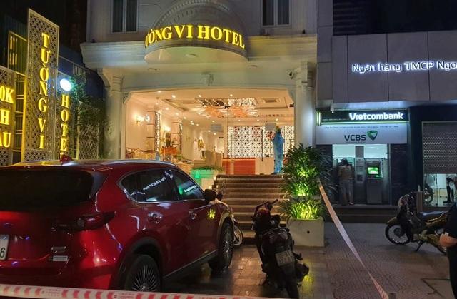 Nữ tiếp viên mắc Covid-19, khách sạn cùng quán karaoke bị phong tỏa - 2