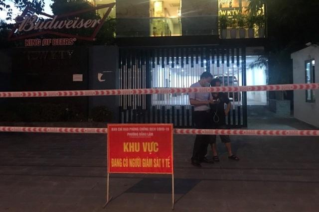 Nữ tiếp viên mắc Covid-19, khách sạn cùng quán karaoke bị phong tỏa - 1