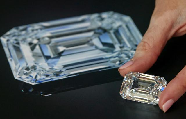 Sắp bán viên kim cương không màu