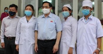 Thủ tướng: Vắc xin nào cũng có phản ứng phụ, đừng quá hoang mang lo sợ!