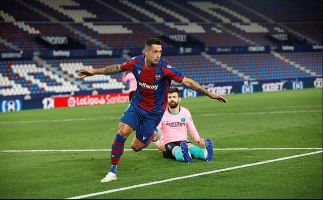 Barcelona hụt hơi ở cuộc đua vô địch, HLV Ronald Koeman lo bị sa thải - 2