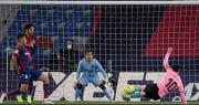 Barcelona hụt hơi ở cuộc đua vô địch, HLV Ronald Koeman lo bị sa thải