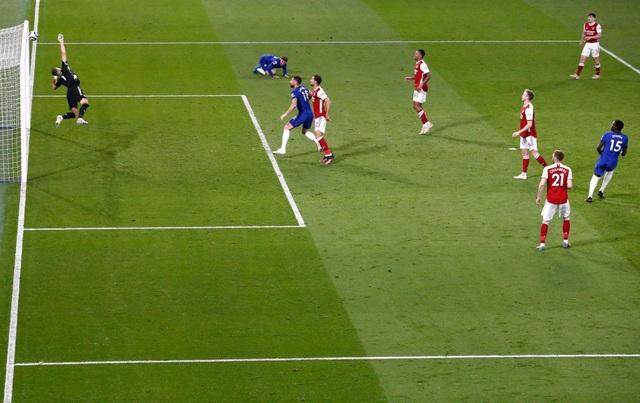 Chelsea 0-1 Arsenal: Silva, Kepa tấu hài, The Blues ôm trái đắng - 5