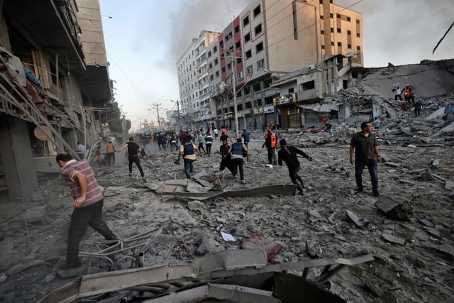 Chiến sự Gaza: Hơn 1.500 tên lửa cày nát khu vực, gần 70 người chết - 2