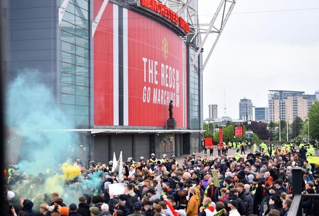 Man Utd 2-4 Liverpool: The Kop đánh sập Old Trafford - 15