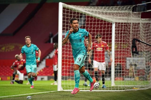 Man Utd 2-4 Liverpool: The Kop đánh sập Old Trafford - 9