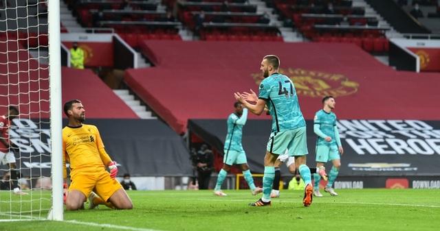 Man Utd 2-4 Liverpool: The Kop đánh sập Old Trafford - 12