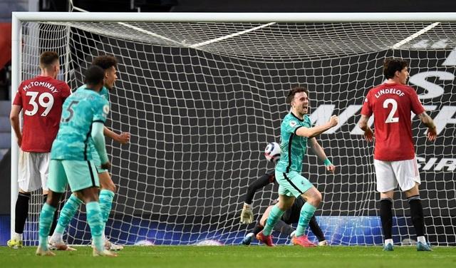 Man Utd 2-4 Liverpool: The Kop đánh sập Old Trafford - 10