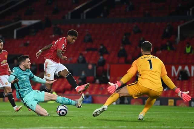 Man Utd 2-4 Liverpool: The Kop đánh sập Old Trafford - 6