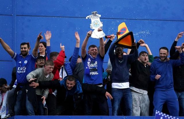Sau 137 năm chờ đợi, Leicester đã ghi tên vào lịch sử FA Cup - 18