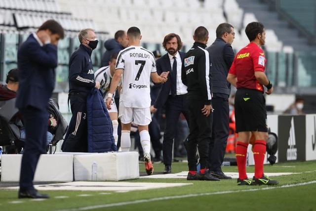 Bị thay ra sân sớm, C.Ronaldo có phản ứng vô cùng bất ngờ - 2