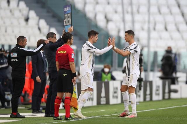 Bị thay ra sân sớm, C.Ronaldo có phản ứng vô cùng bất ngờ - 1