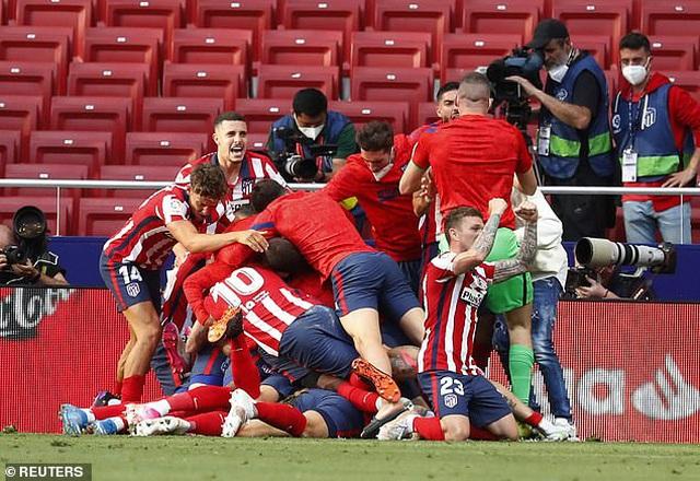 Atletico và Real Madrid thắng nghẹt thở, Barcelona tan mộng vô địch La Liga - 4