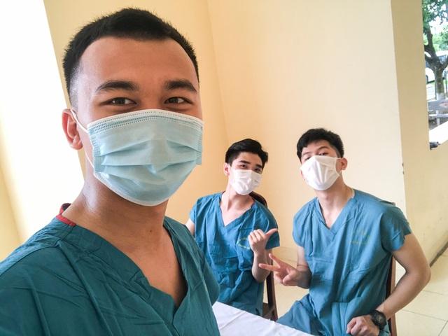 Tâm sự ấm lòng của SV Quân Y gác lại kỳ thi lên đường chi viện Bắc Giang - 2
